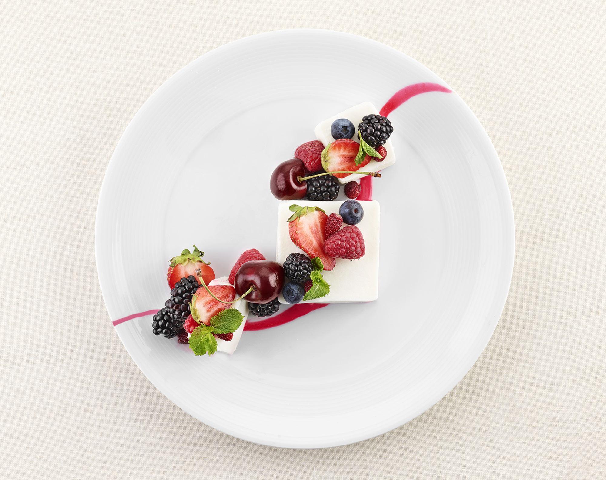 Latte Varese Frutti di Bosco Piatto Food Shot by Fotografando